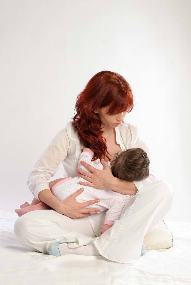 breastfeeding position - cradle