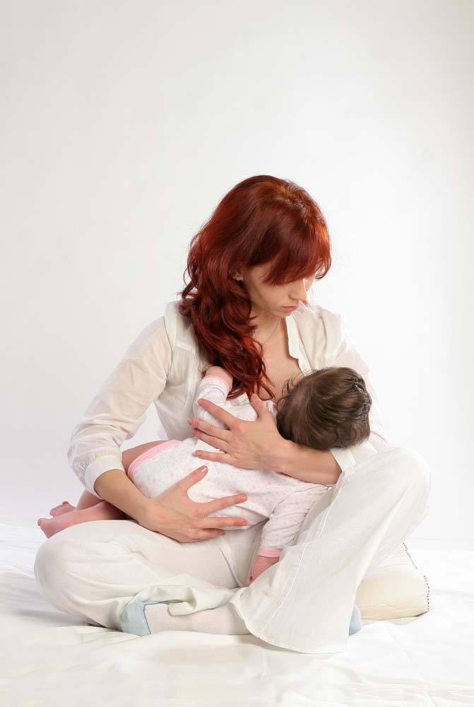 breastfeeding position - cradle
