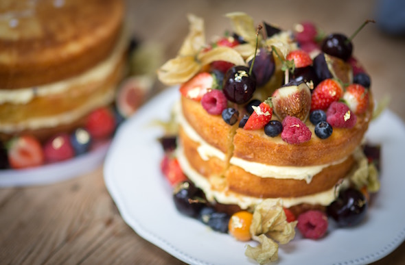 cake with fruits toppings